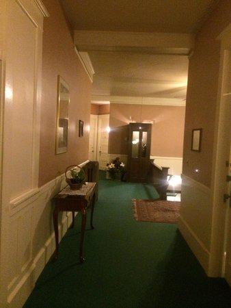 Columbia Hotel: Hallway