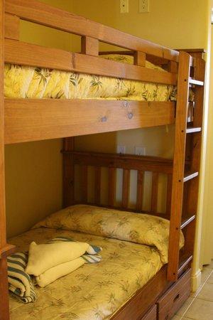 Blue Heron Beach Resort: Bunk beds in hallway