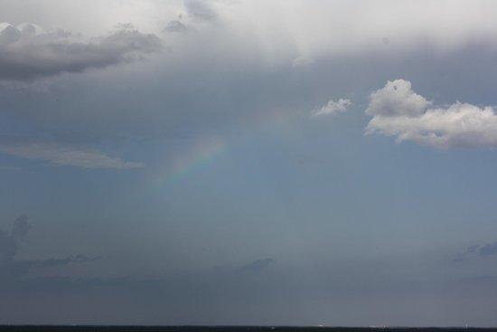 Blue Heron Beach Resort: Rainbow seen from our balcony