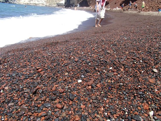 Red Beach : Big grains at the beginning of the beach