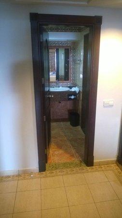 ClubHotel Riu Ocho Rios: View on bathroom.