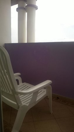 ClubHotel Riu Ocho Rios: View on balcony when sitting down on balcony.