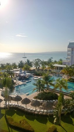 ClubHotel Riu Ocho Rios: View from the room when standing on the balcony.