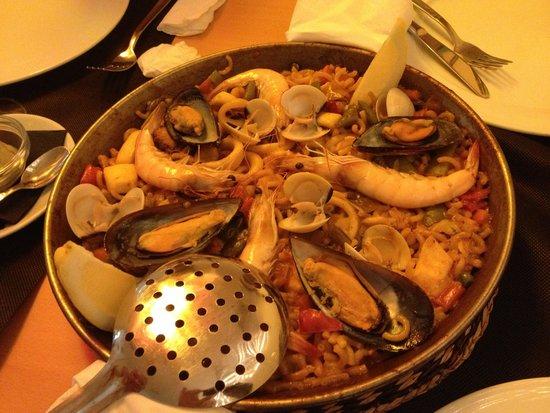 La Parrala Paella Resto Bar & Live Music: seafood paella