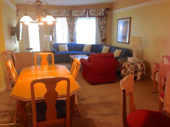 Marriott's Cypress Harbour Villas: THe Living Room