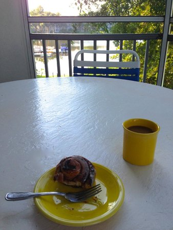 Marriott's Cypress Harbour Villas: Breakfast on the balcony