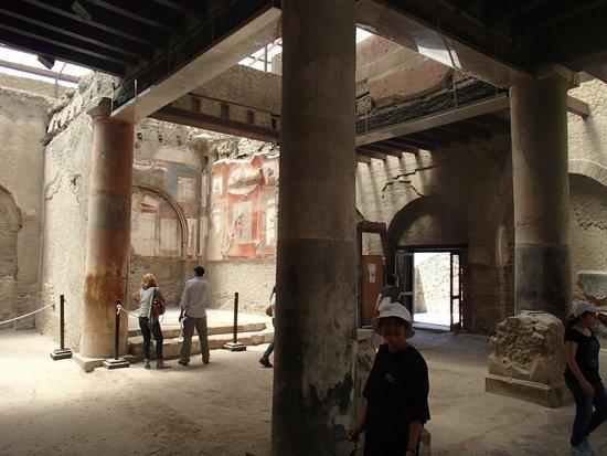 Ruins of Herculaneum: Very nice room
