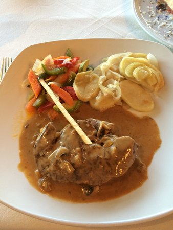 Sorrento di Italia : Steak with mushroom sauce