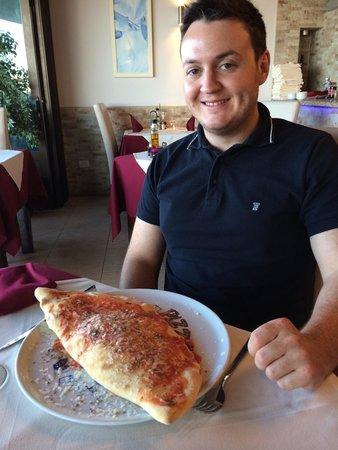 Sorrento di Italia : Huge calzone