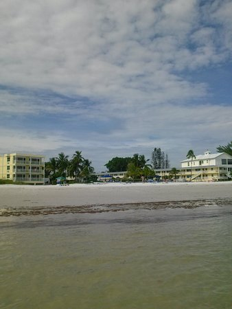 The Neptune Resort : water to hotel view
