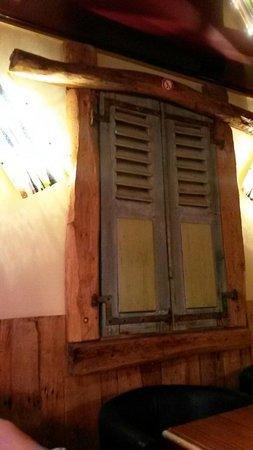 Aux Petits Oignons: Love the decor!