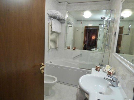 Hotel Locanda Vivaldi: Bathroom