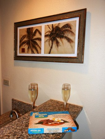 Royal Kona Resort : complimentary champagne for our anniversary