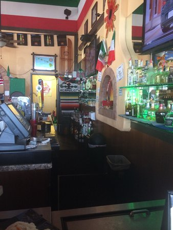 Amigos de Maui : A shot from my bar stool!
