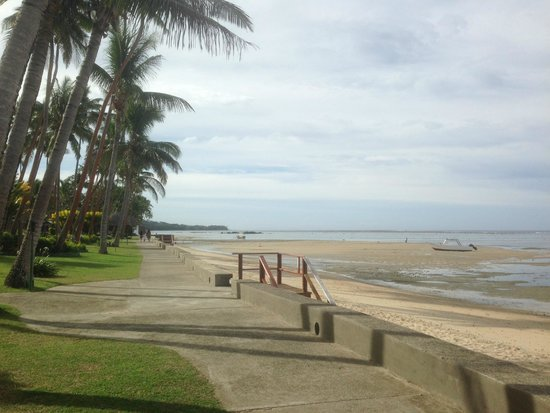 Fiji Hideaway Resort & Spa: The walk from our villa to the main dining and bar area