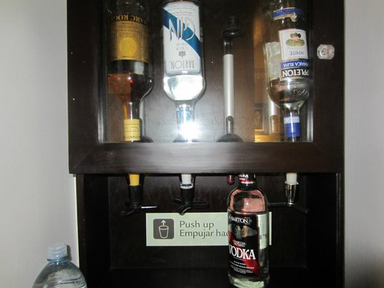Hotel Riu Palace Paradise Island: In room liquor:  gin, brandy, vodka, white rum