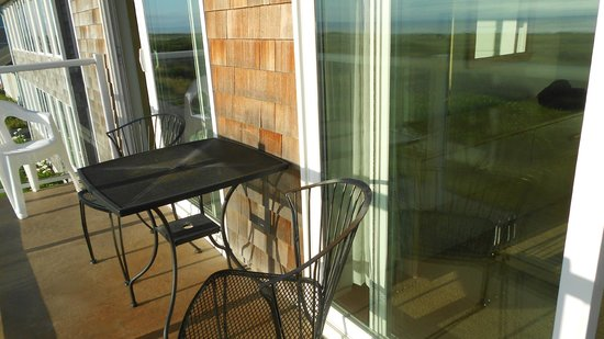 Inn at the Shore : Eat on the balcony & watch the beach.