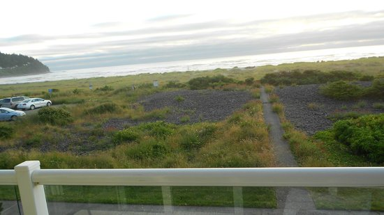 Inn at the Shore: Beach is on the other side of all that grass & rock.