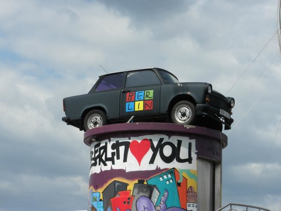 Berlin Wall Museum (Museum Haus am Checkpoint Charlie): Berlin Wall Museum