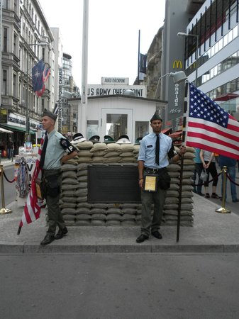 Mauermuseum - Checkpoint Charlie: Berlin Wall Museum