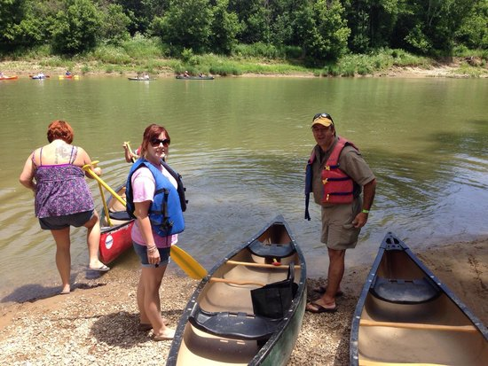 Green Acres Canoe and Kayak Rental: Entering the river from 8 mile spot