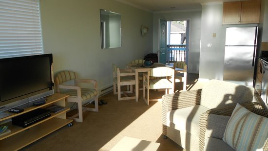 Inn at the Shore : Living space.