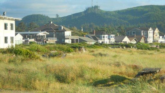 Inn at the Shore: Beachfront homes.