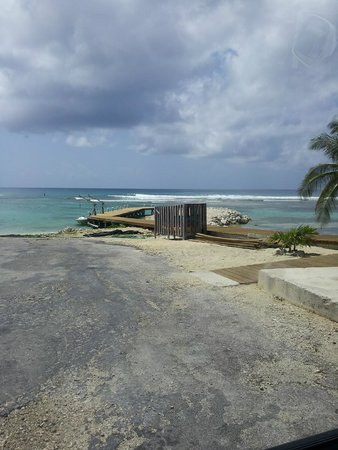 Carib Sands Beach Resort : Cayman Brac Scenery