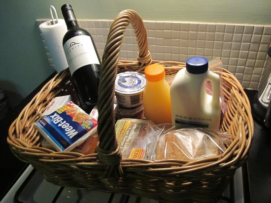 Milton Country Cottages : Breakfast basket