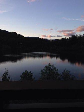 Nita Lake Lodge: sunset view from balcony