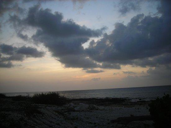 Carib Sands Beach Resort: Cayman Brac sunset