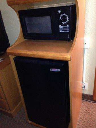 Best Western Hotel & Restaurant : Decent size fridge, smaller micro