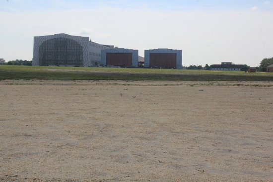 Lakehurst, Нью-Джерси: Hangar 1 from the crash site.