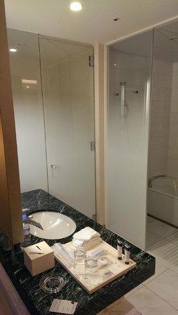 Sheraton Grand Hotel Hiroshima: shower