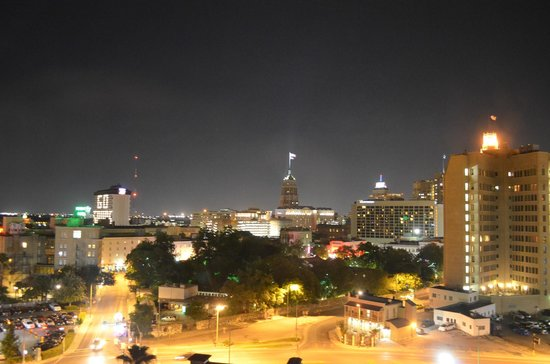 Residence Inn San Antonio Downtown/Alamo Plaza: View at night