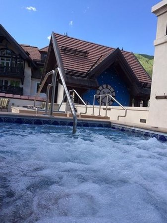 Arrabelle at Vail Square, A RockResort: roof top hot tub