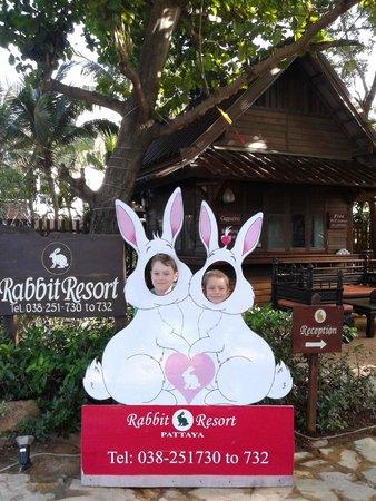 Rabbit Resort: вход в отель с Джомтьена