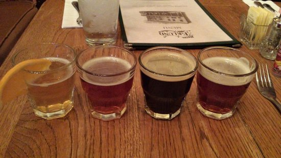 Hotel Eklund Restaurant: I think the beer sampler would be great if it wasn't served hot!