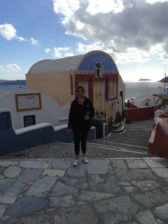 Theoxenia Boutique Hotel: City of Oia.. took bus here.