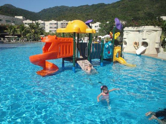 Cactus Resort Sanya by Gloria: Площадка в детском бассейне
