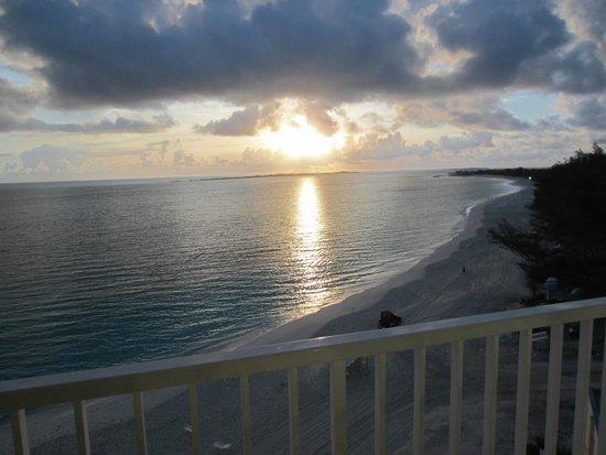 Hotel Riu Palace Paradise Island: Balcony view sunset