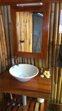 Barefoot Manta Island: Outdoor bathroom
