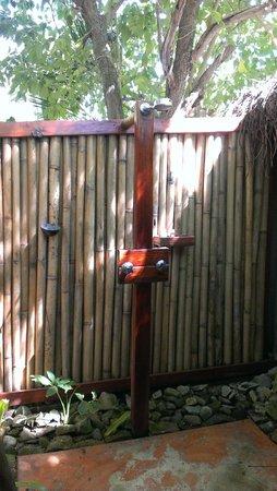 Barefoot Manta Island: Outdoor Shower
