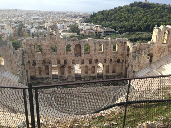 Philopappos Hill: Dyonysis theater.... gorgeous and huge!!!