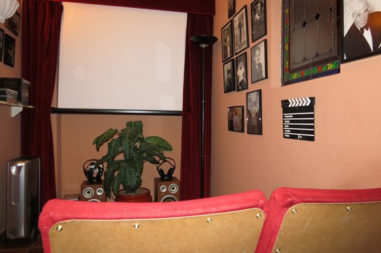 Hotel San Gabriel: Movie room