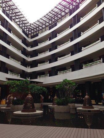 Millennium Resort Patong Phuket: Lakeside lobby