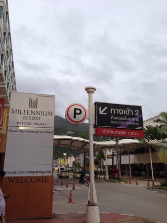 Millennium Resort Patong Phuket: Lakeside Entrance
