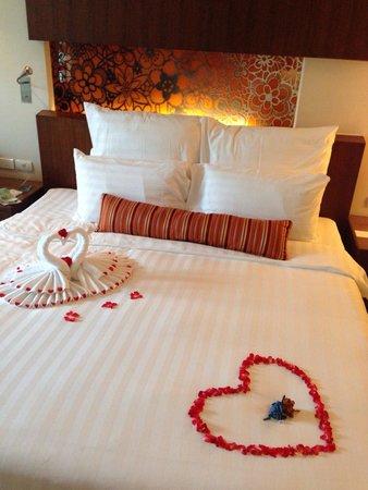 Millennium Resort Patong Phuket: Honeymoon decor .. So sweet