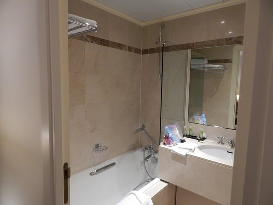 Hotel Royal Saint-Honore : Bathroom Room 406
