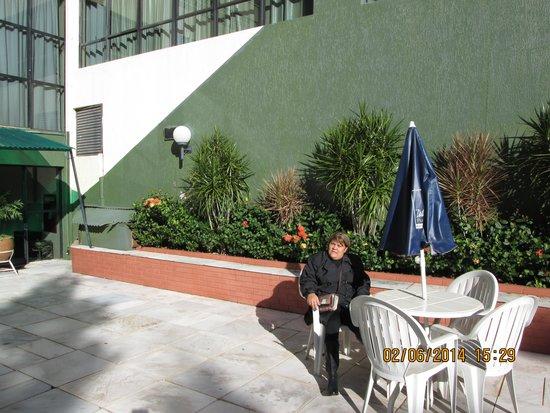 Turrance Green Hotel: Estava frio, mesmo assim, estivemos no espaço da piscina, muito agradável...